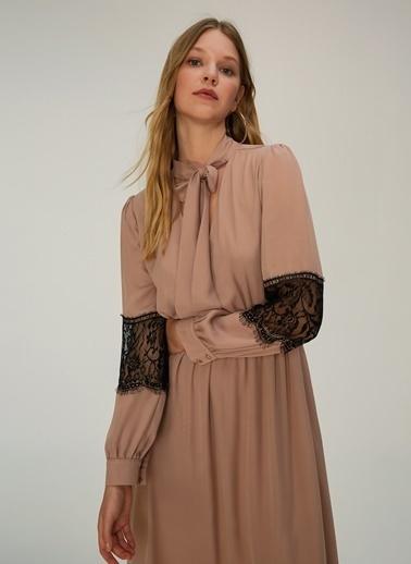 NGSTYLE Dantel Detaylı Elbise Bej